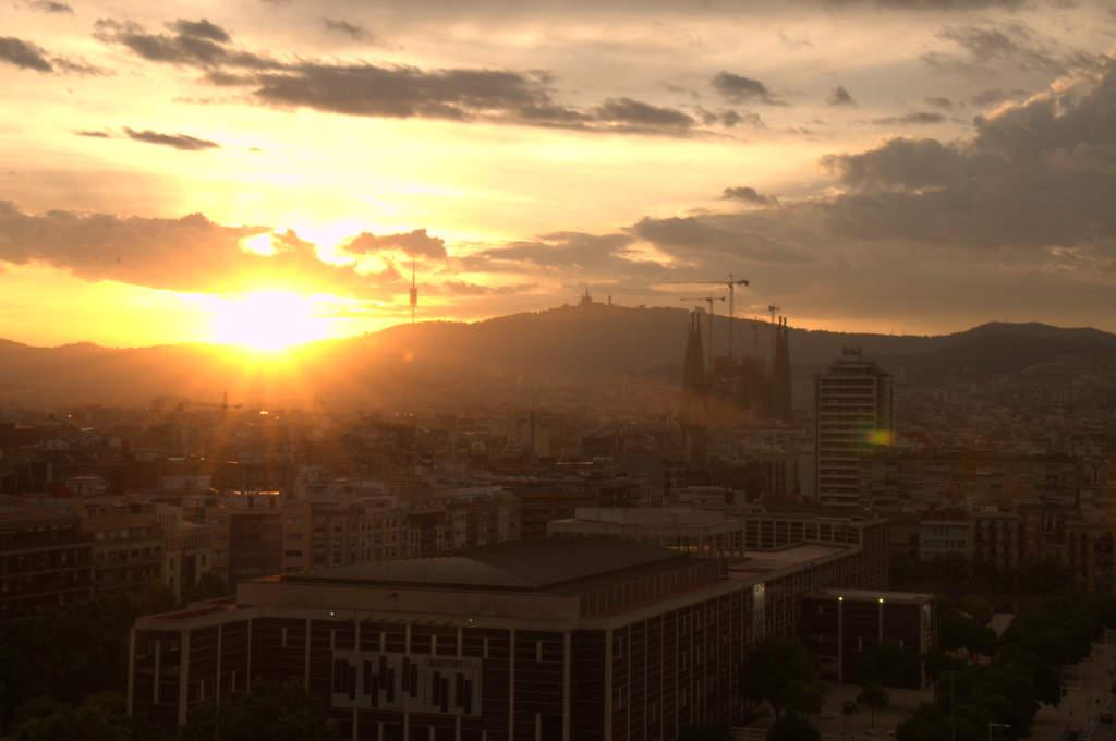 Mittlere Belichtung des Sonnenuntergangs in Barcelona