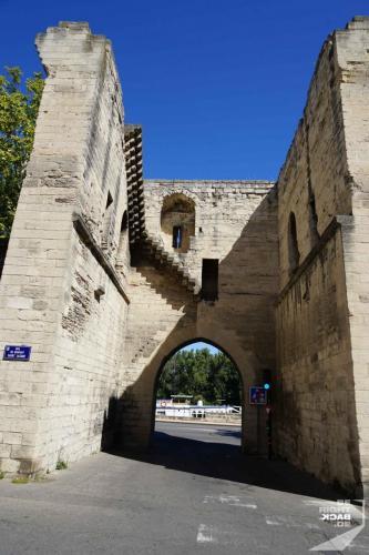 Tor durch die Stadtmauer von Avignon