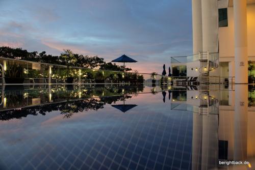 Kota Kinabalu Le Meridien Pool