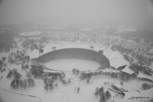 Olympiastadion im Schnee