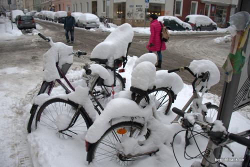 Verschneihte Fahrräder