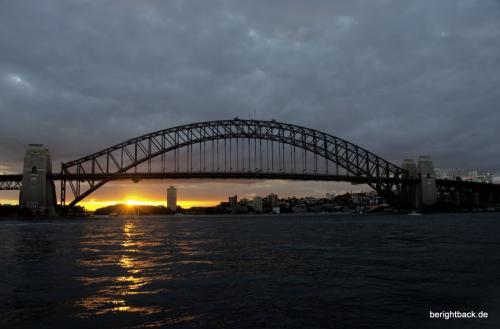 Sydney Harbour Bridge bei Sonnenuntergang