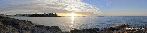 Die Bucht von Dinard bei Sonnenuntergang