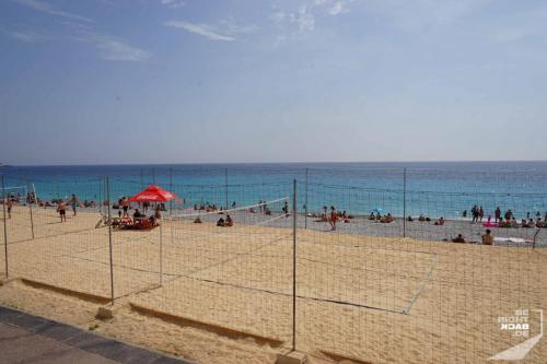 Beachvoleaball am Strand in Nizza