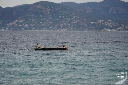 Cannes Schwimminsel