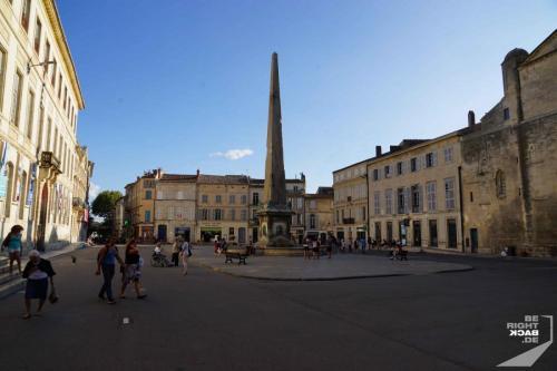 Arles Monolisk