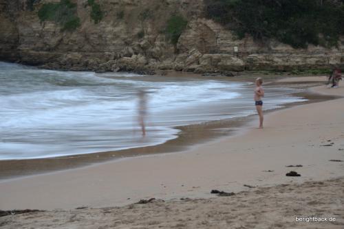 Zwei Schwimmer im kalten Wasser