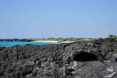 Lava Tubes am Strand