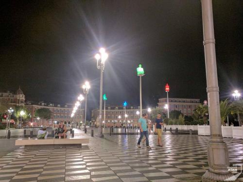 Nizza bei Nacht