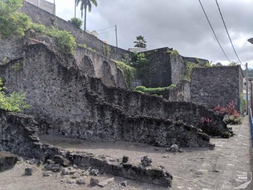 Martinique - St Pierre Mauern