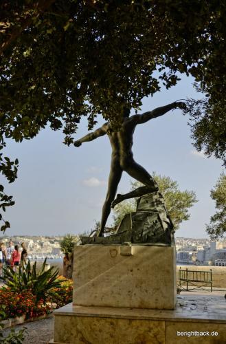 Valletta Statue im Park