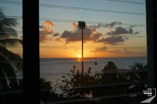 Schoelcher - Sonnenuntergang durchs Küchenfenster