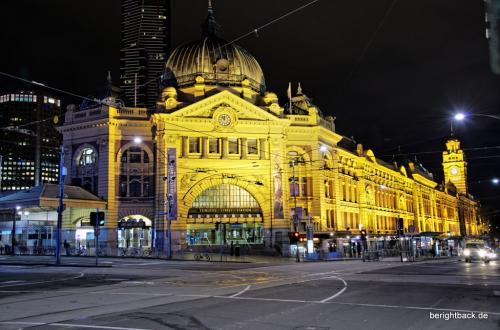 Flinder Street Station Melbourne bei Nacht