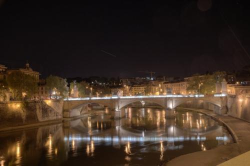 Ponte Vittorio bei Nacht
