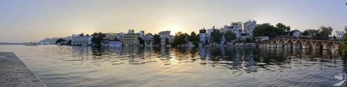 Udaipur Sonnenuntergang am Ufer