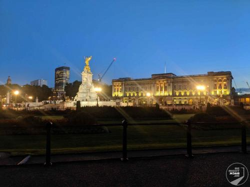 Buckingham Palace by night