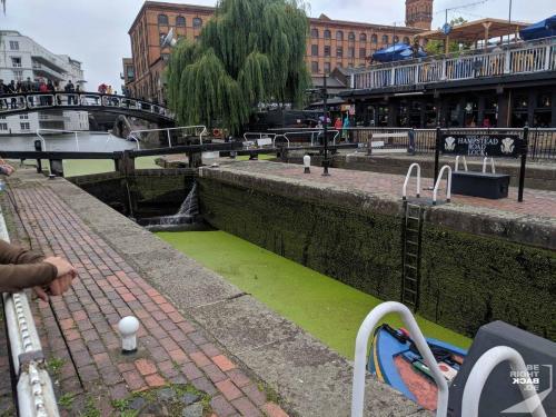 London - Regents Canal Towpath Staustufe